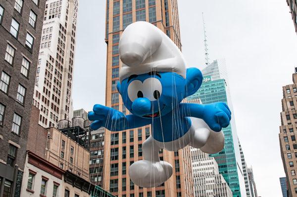 Smurfs float macys thanksgiving day parade