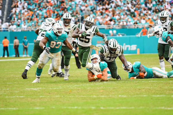 Miami Dolphins outside linebacker Kiko Alonso (47) tackles New York Jets running back Elijah McGuire (25)