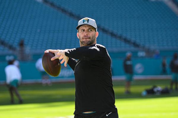 Jacksonville Jaguars quarterback Blake Bortles (5) warming up