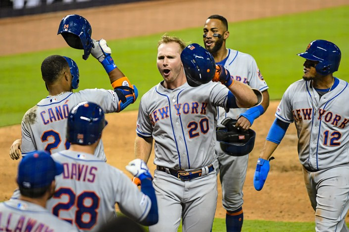 New York Mets first baseman Pete Alonso #20 celebrates a homerun