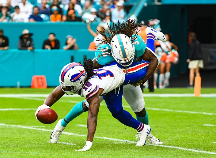 Miami Dolphins defensive back Walt Aikens