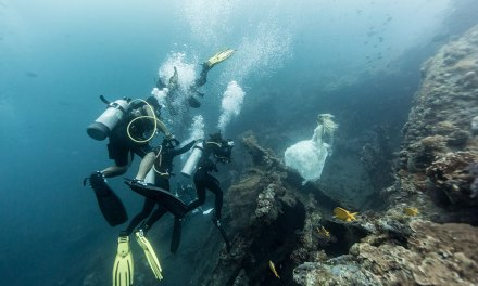 Benjamin plonge ses mannequins à 25 m sous l'eau pour réaliser des mises en scène oniriques sans aucun montage