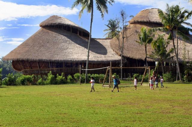 A Bali, 300 enfants étudient dans une école magnifique!