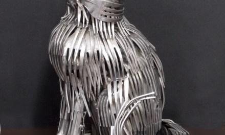 Gary sculpte de magnifiques animaux uniquement à l'aide de couverts métalliques