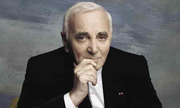 Charles Aznavour chante «J'aime Paris au mois de mai» – 2000