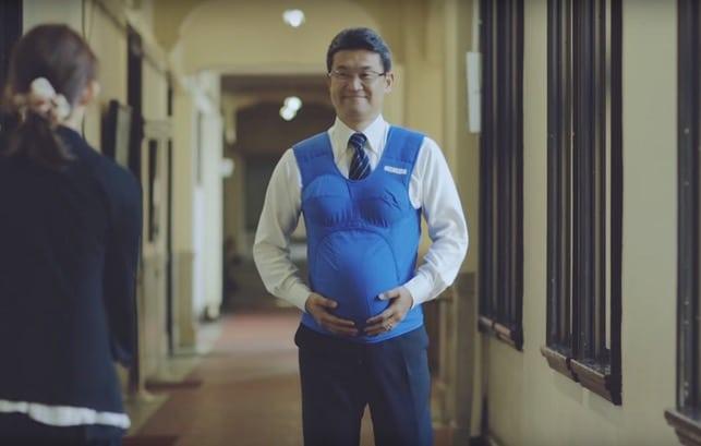 VIDÉO. Au Japon, trois élus portent un ventre de femme enceinte pour sensibiliser au partage des tâches