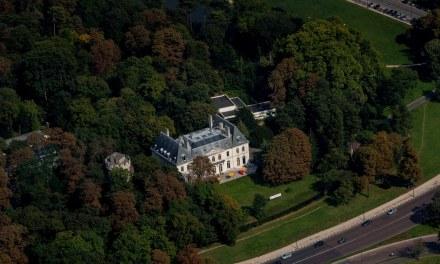 Yann Arthus-Bertrand ouvre les portes de son parc « écolo et humaniste » à Paris.