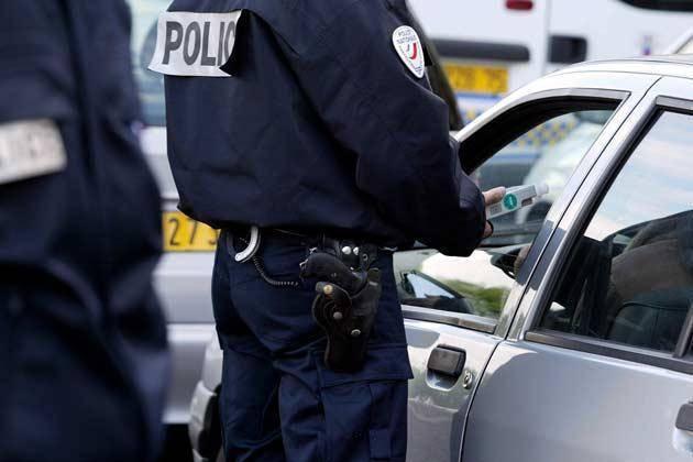 Bretagne: Elle remercie les policiers car elle a trouvé l'amour grâce à eux.