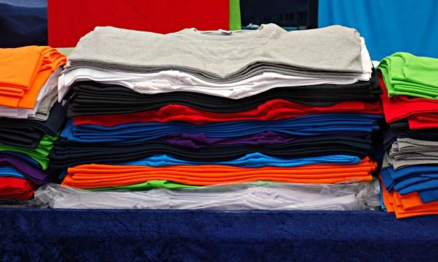 Le T-shirt a été inventé en 1904 et commercialisé aux célibataires qui ne pouvaient pas coudre et remplacer les boutons !