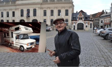Touché par l'histoire de ce sans-abri qui vit dans sa voiture, un ancien pompier lui offre son camping-car