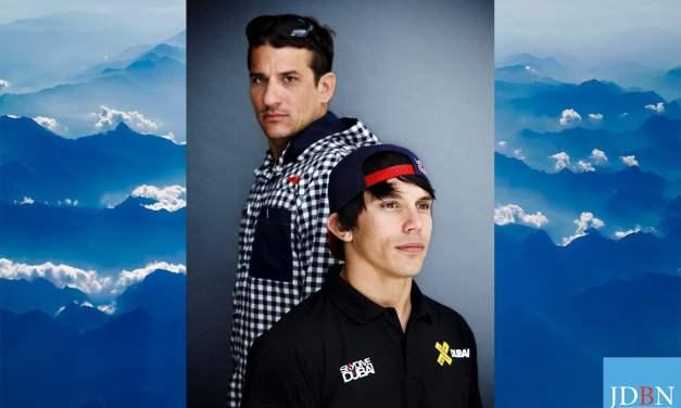 Frédéric Fugen et Vincent Reffet, pros de wingsuit, réussissent à rentrer dans un avion en plein vol!