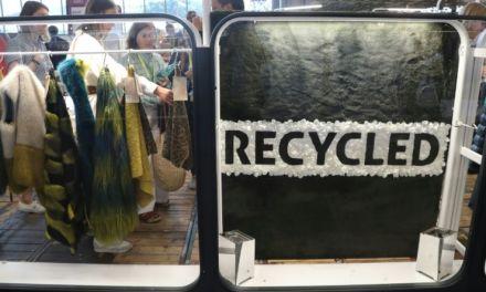 Blouson en ananas et baskets en bouteilles recyclées: la mode éco-responsable cartonne