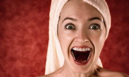 Ce dentiste vous donne des conseils et astuces pour prendre soin de vos dents en parodiant Shape of you de Ed Sheeran !