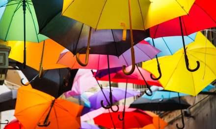 Pourquoi dit-on qu'ouvrir un parapluie chez soi porte malheur ?