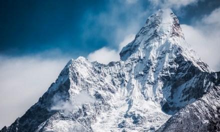 Des randonnées pour nettoyer l'Himalaya