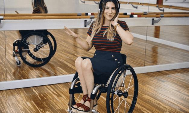 Tommy Hilfiger met à l'honneur les personnes handicapées en créant une ligne de vêtements répondant à leurs envies