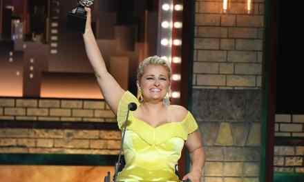 Tony Awards 2019: Ali Stroker devient la 1ère actrice en chaise roulante récompensée