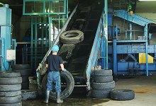 廃タイヤの投入口