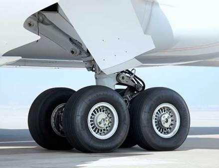 航空機用タイヤの摩耗予測 ブリヂストンと日本航空が連携