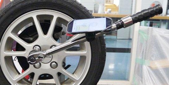 """整備作業の安心を""""見える化""""KTCのタイヤ点検自動入力システム"""