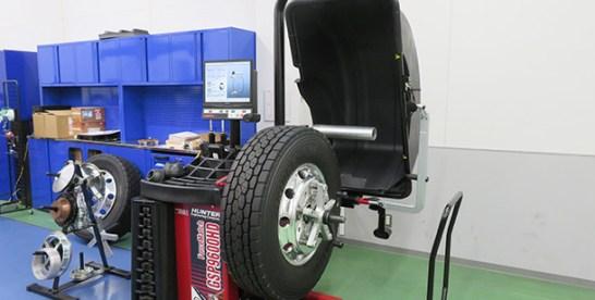 ランアウト測定で振動を軽減 イヤサカの大型用バランサー「フォースマッチHD/GSP9620HD」