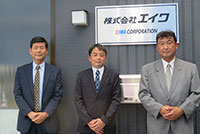 (左から)前中忠専務取締役、営業部の松葉広域部長、横浜支店の上原支店長