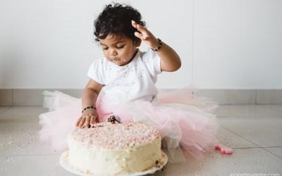 Skylar's cake smash photo session at home in Sandton