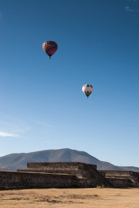 Each morning, hot air balloons float over the site at Teotihuacan, giving tourists an aerial perspective.