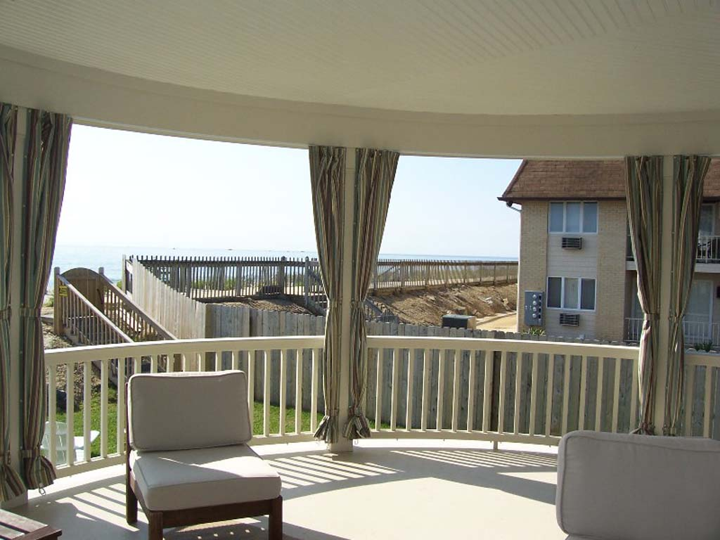 Outdoor curtains - Custom Enclosures For Your Deck Porch Or Patio