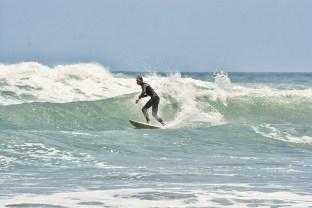 Surfing_Bethells_Beach-New_Zealand_DSC_2466_Small