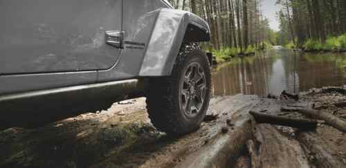 small resolution of jeep 4x4 on mud terrain