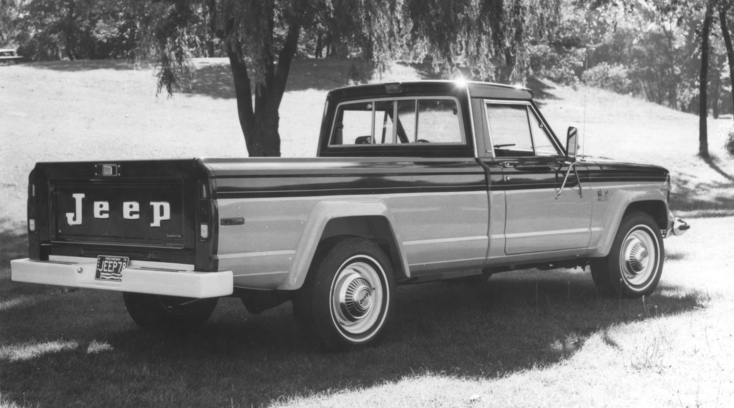hight resolution of the burly fella in the jeep lineup for 1978 was the j 20 model 46 with a maximum gvw of 8 400 lbs it was rated to tow up to 10 000 lbs with 3 3