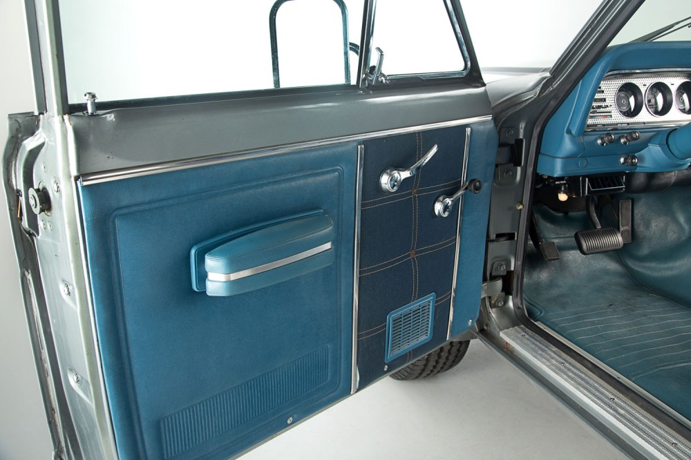 medium resolution of the levis interior was one of jeep s most enduring and popular options not only was the levis like material very durable it was quite stylish to boot