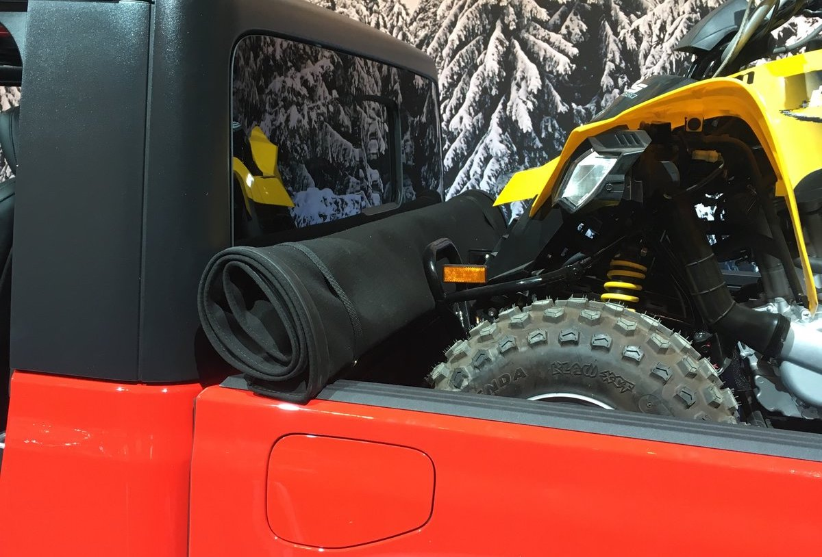 Detailed Jeep Gladiator Shots From the Canadian