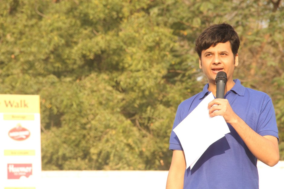 RJ Dhvanit of Radio Mirchi hosted the post-walk show.