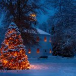 New England Photography of the Richmond round church at Christmas