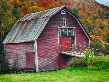Cell phone shot of Route 100 Vermont red barn