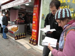 Kirk and Steph checking the guidebooks in Adana