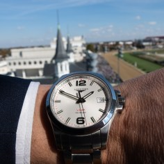 Checking my Longines VHP at the Breeders Cup