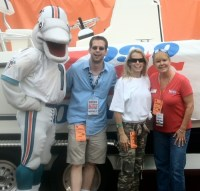 TD from the Dolphins, ME, Boats & Bucks winner Kim Kreisler, and super cool middayer, Darlene Evans!