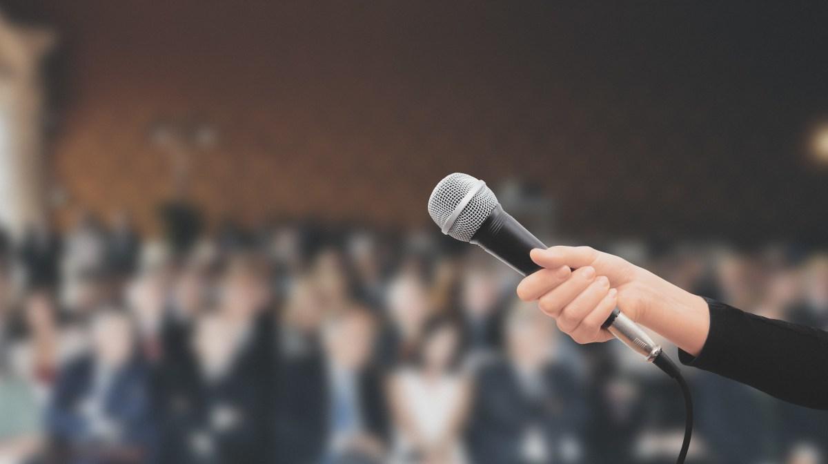 Jak sprawdzić, czy konferansjer jest doświadczony?
