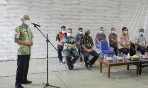 Bupati Asahan Serahkan 53.568 Beras Bantuan PPKM