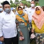 Bupati Tapsel Salurkan 100 Paket Daging Kurban ke Desa Siuhom
