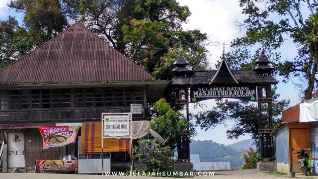 gapura masjid tuo kayu jao