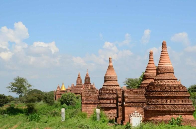 Alignements de temples de terre cuite