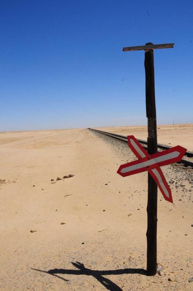 Signalisation dans le désert Swakopmund Namibie