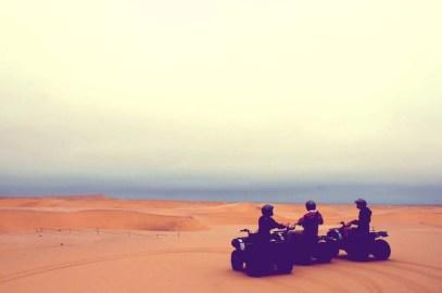 Faire du quad dans les dunes à Swakopmund, Namibie