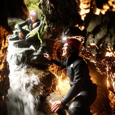 DW_Abyss_Couple_Climbing-up-exit-waterfall