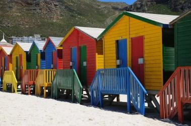 Cabanes de plage alignées