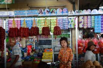 Petite fille au marché